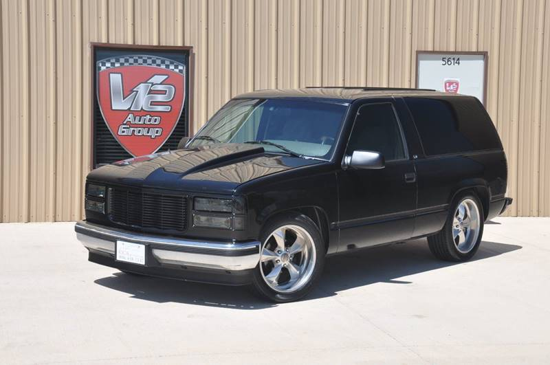 1996 Chevrolet Tahoe for sale at V12 Auto Group in Lubbock TX