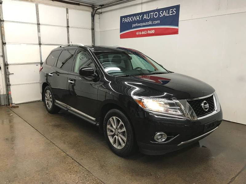 2015 Nissan Pathfinder for sale at PARKWAY AUTO in Hudsonville MI