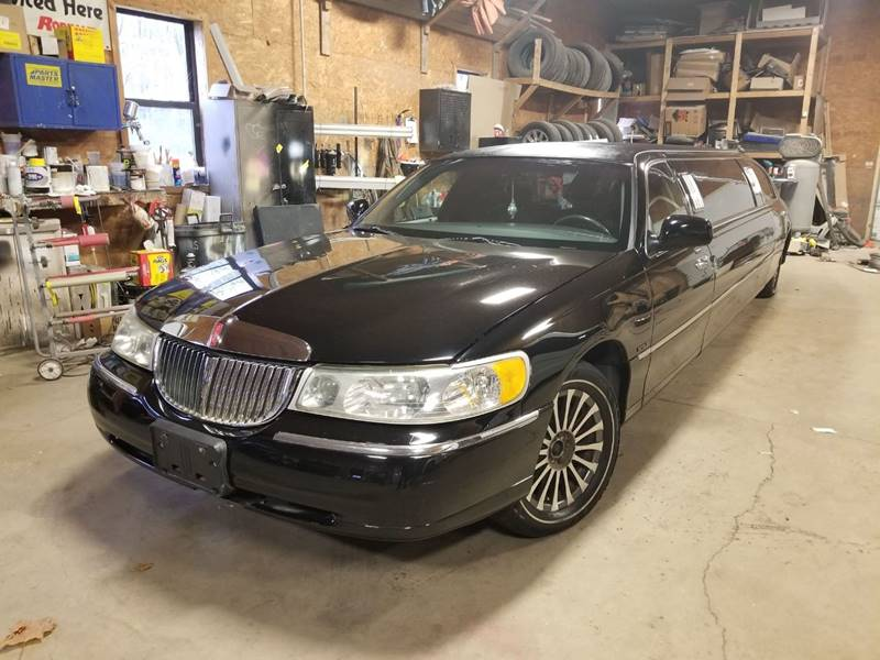 2002 Lincoln Town Car Limousine - Batavia NY