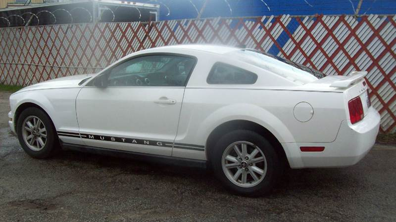 2005 Ford Mustang Deluxe 2dr Coupe - Macon GA
