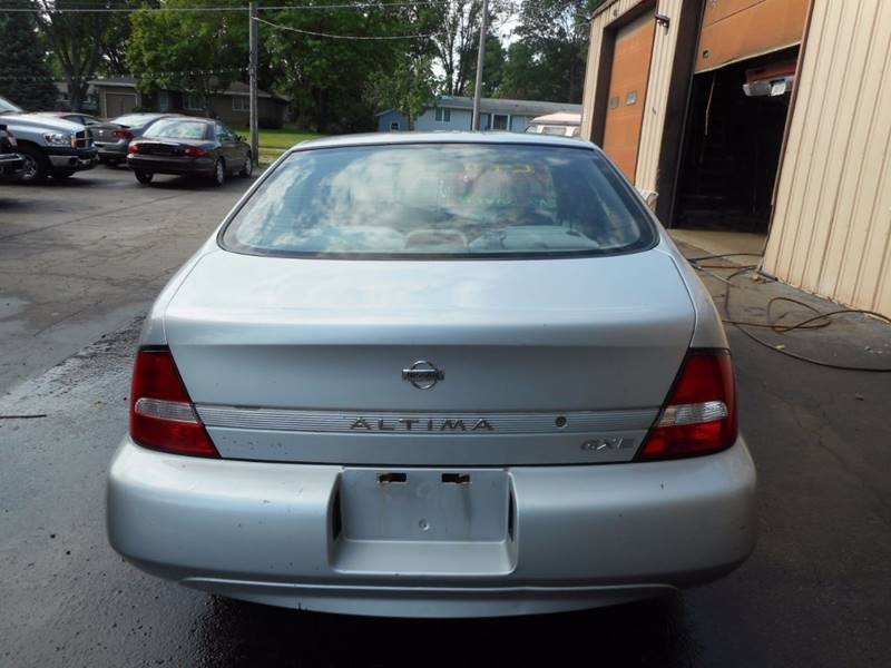 2001 Nissan Altima GXE 4dr Sedan - Adel IA