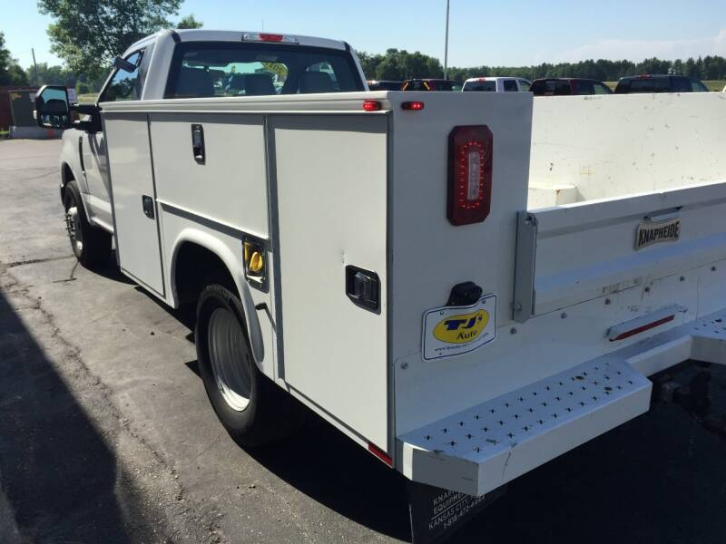 2017 Ford F-350 Super Duty 4x2 XL 2dr Regular Cab 169 in. WB DRW Chassis - Wisconsin Rapids WI