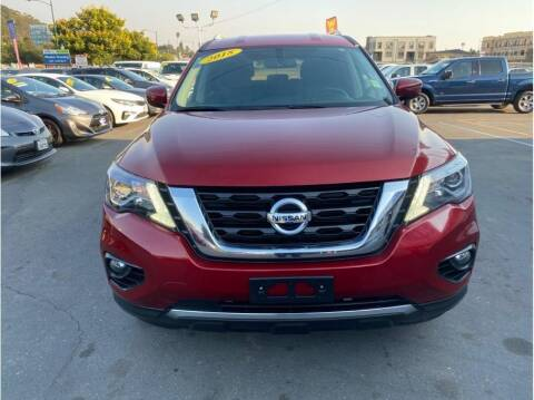 2018 Nissan Pathfinder for sale at AutoDeals in Hayward CA