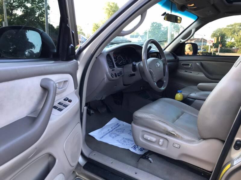 2005 Toyota Sequoia SR5 4WD 4dr SUV - Kenosha WI