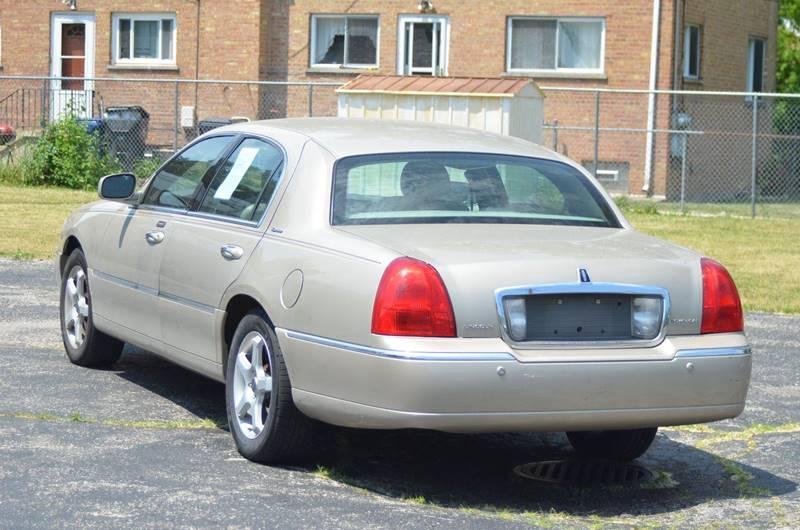 2005 Lincoln Town Car Signature 4dr Sedan - Evanston IL