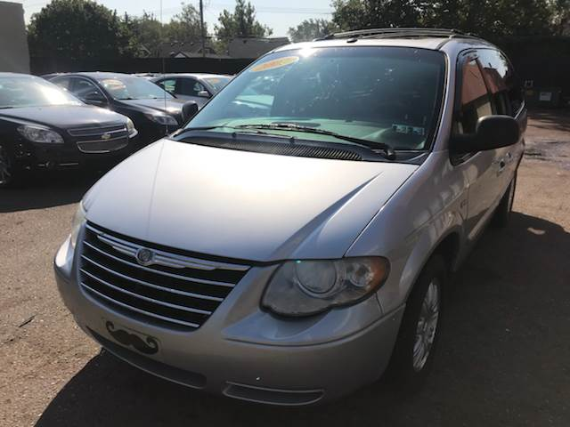 2007 Chrysler Town & Country car for sale in Detroit