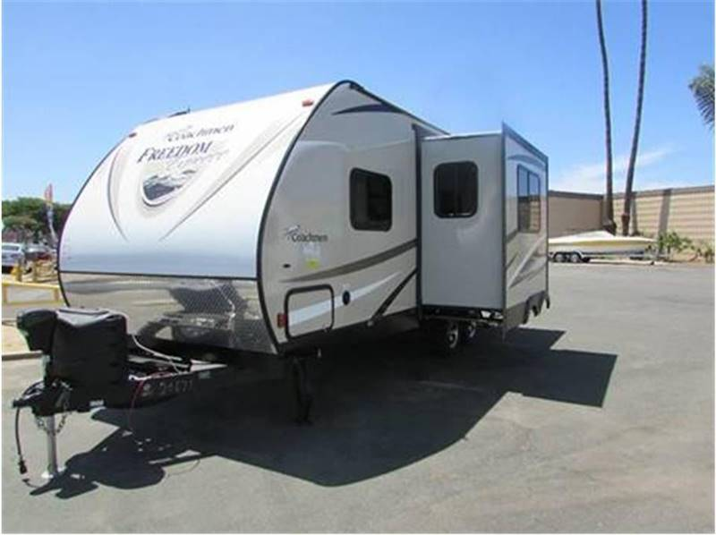 2016 Coachmen Freedom Express 233RBS - Oxnard CA