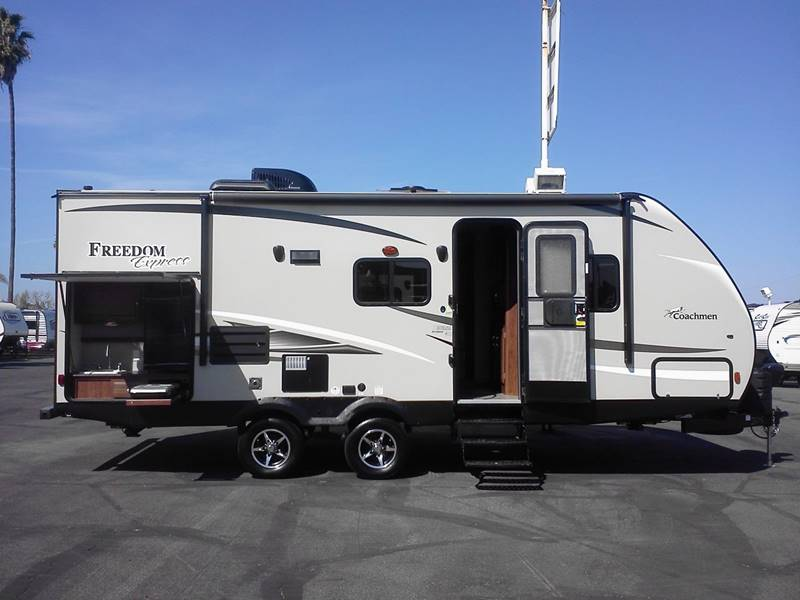 2017 Coachmen Freedom Express 231RBDS - Oxnard CA
