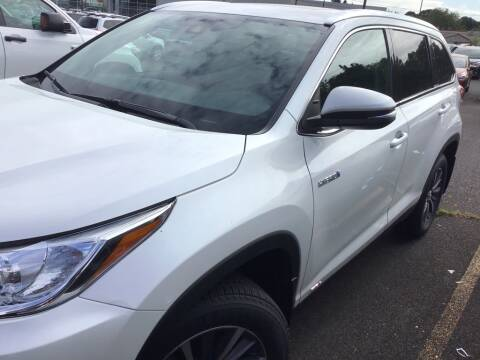 2019 Toyota Highlander Hybrid XLE for sale at Royal Moore Custom Finance in Hillsboro OR