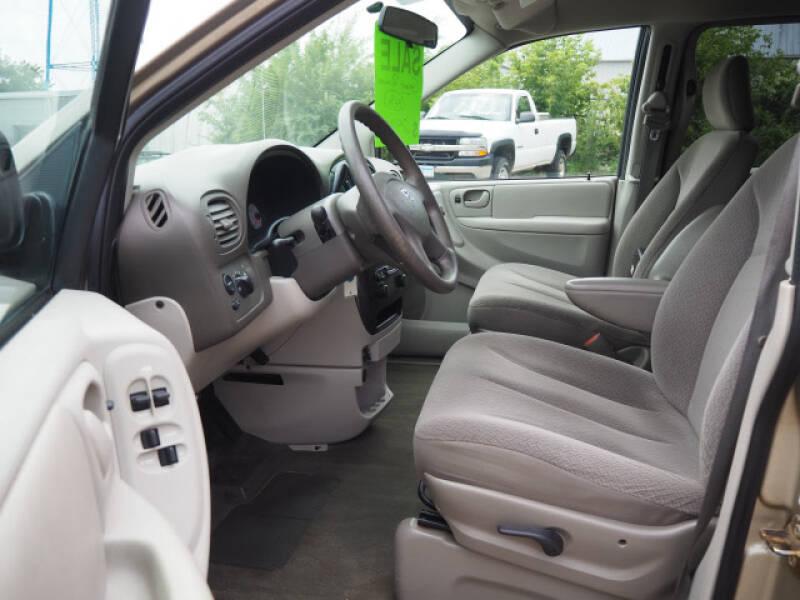 2006 Dodge Caravan SXT 4dr Mini-Van - Lindstrom MN