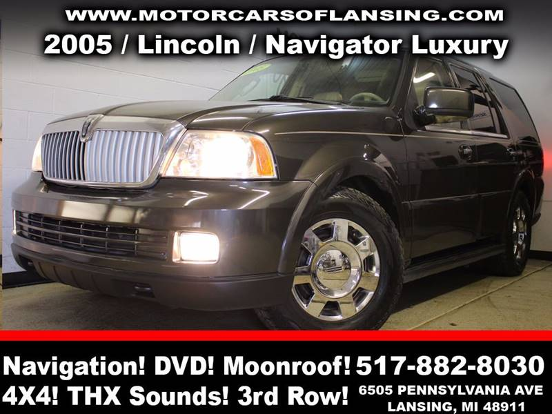 2005 LINCOLN NAVIGATOR LUXURY 4WD 4DR SUV charcoal rather youre on or off road this vehicle is