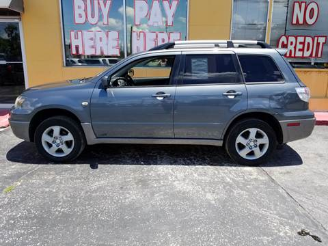 2004 Mitsubishi Outlander for sale at BSS AUTO SALES INC in Eustis FL