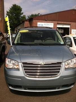 2009 Chrysler Town and Country for sale in New Britain, CT
