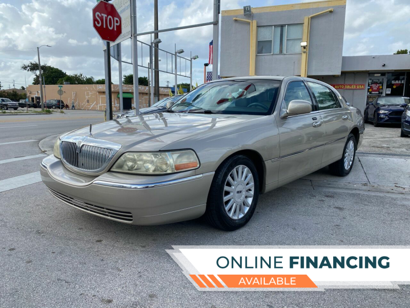 2005 Lincoln Town Car for sale at Global Auto Sales USA in Miami FL