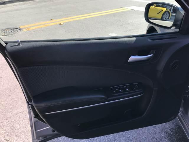 2016 Dodge Charger SE 4dr Sedan - Miami FL