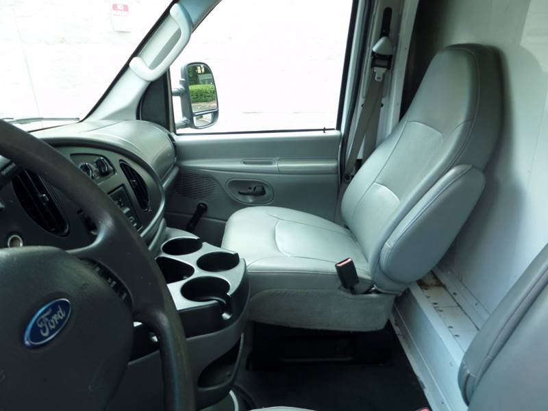 2006 Ford E-Series Chassis E-450 SD 2dr Commercial/Cutaway/Chassis