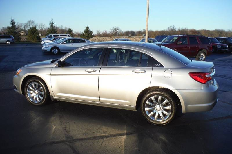 2013 Chrysler 200 Touring 4dr Sedan - Bryan OH