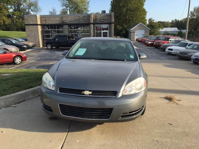2007 Chevrolet Impala LS 4dr Sedan w/ roof rail curtain delete - Saint Charles MO