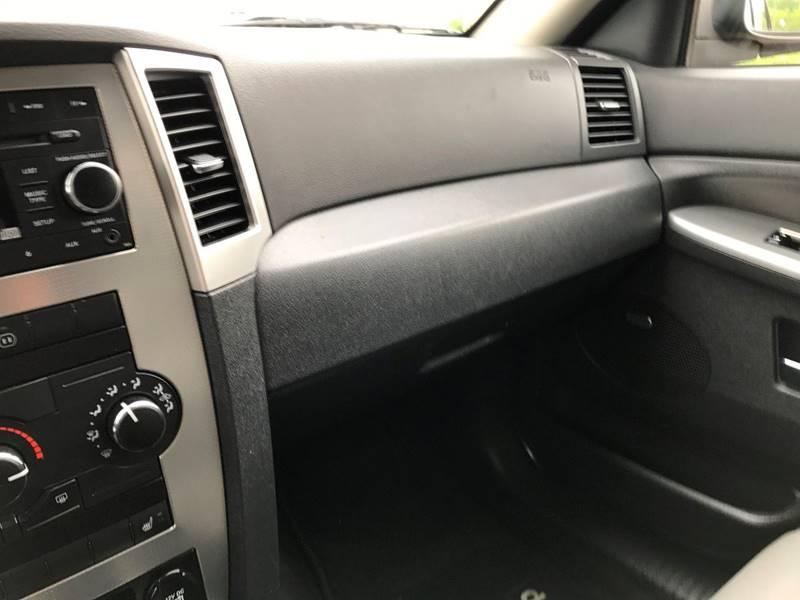2009 Jeep Grand Cherokee 4x4 Laredo 4dr SUV - Des Moines IA