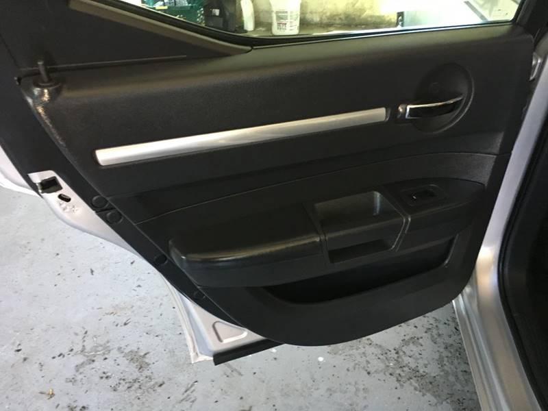 2010 Dodge Charger SXT 4dr Sedan - Des Moines IA