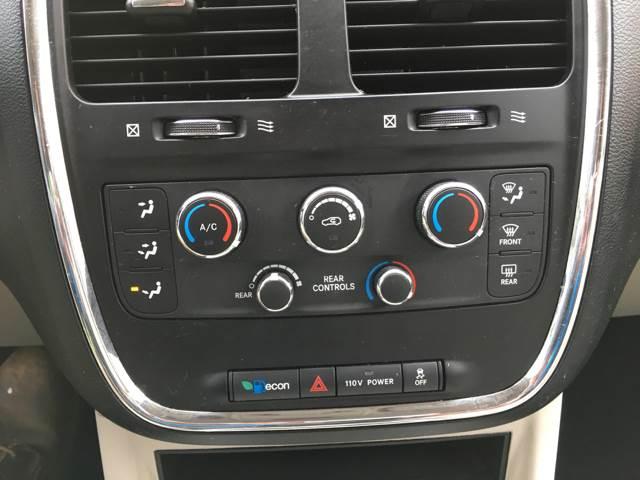 2012 Dodge Grand Caravan SXT 4dr Mini-Van - Des Moines IA