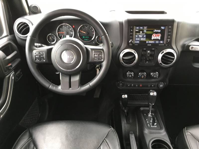 2013 Jeep Wrangler Unlimited 4x4 Sahara 4dr SUV - Des Moines IA