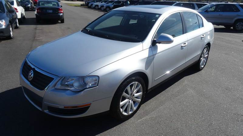 2006 Volkswagen Passat for sale at Driven Pre-Owned in Lenoir NC