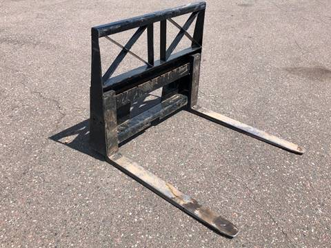 2017 Vernig Pallet forks for sale in Cambridge, MN