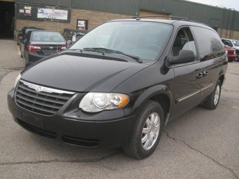 2006 Chrysler Town and Country for sale in Euclid, OH