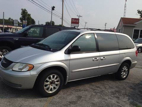 2002 Chrysler Town and Country for sale in Toledo, OH