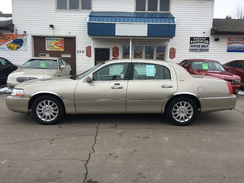 2007 lincoln town car	  2007 Lincoln Town Car Signature In Grand Forks, ND - Twin City Motors