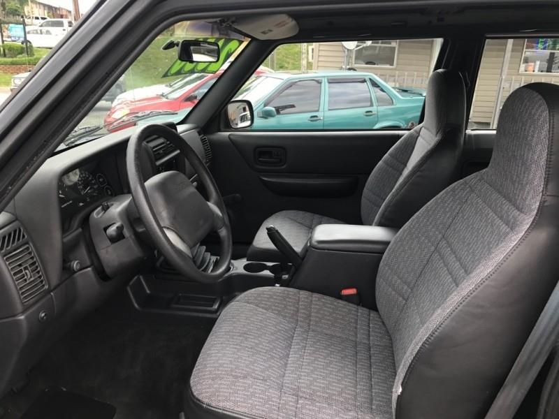 1999 Jeep Cherokee SE 2dr SUV - Knoxville TN