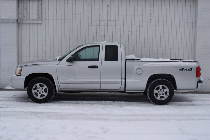 2006 dodge dakota 4wd slt 4dr club cab sb in grand rapids mi auto den llc. Black Bedroom Furniture Sets. Home Design Ideas