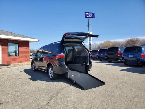 2018 Toyota Sienna LE Mobility 7-Passenger for sale at Summit Auto & Cycle in Zumbrota MN