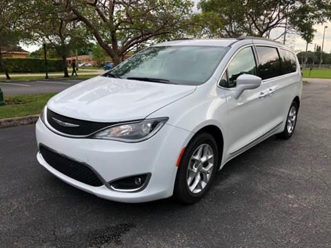 2017 Chrysler Pacifica for sale in Miramar, FL
