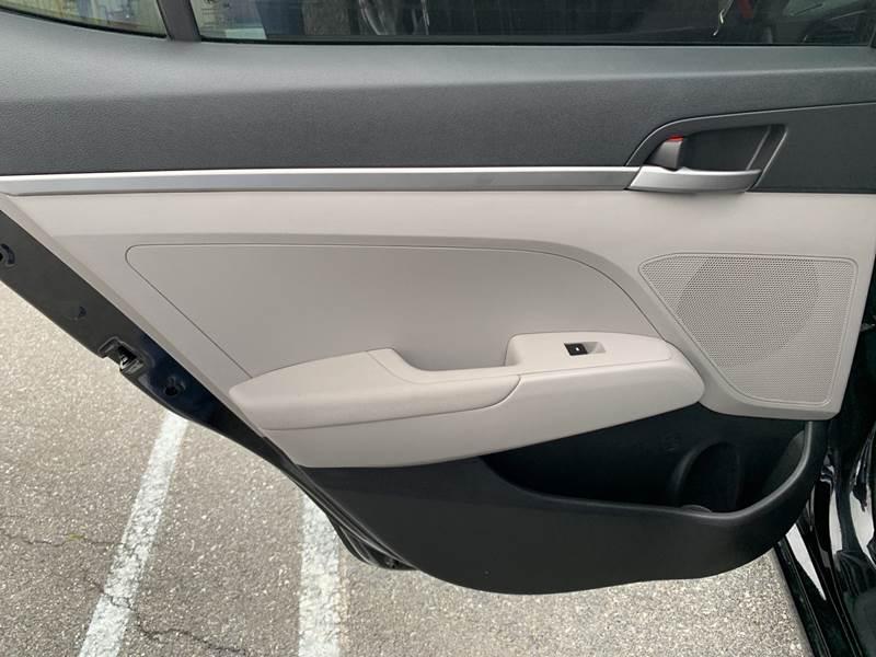 2017 Hyundai Elantra SE 4dr Sedan 6A (US) - Lancaster PA