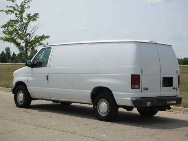 2003 Ford E-Series Cargo E-150 3dr Cargo Van In East Dundee