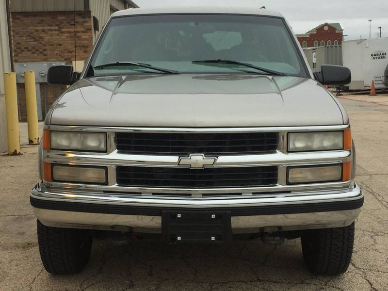 1999 Chevrolet Suburban 4dr K2500 Lt 4wd Suv In East Dundee
