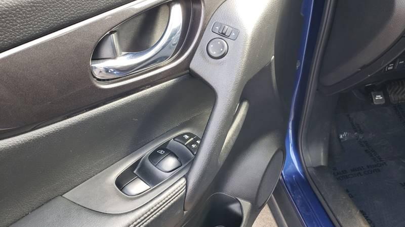 2019 Nissan Rogue SV (image 14)