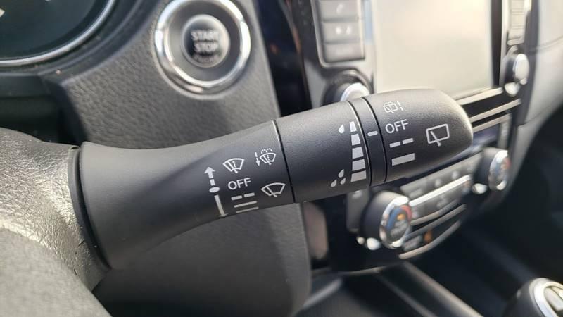 2019 Nissan Rogue SV (image 17)
