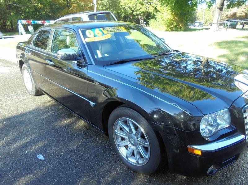 2006 Chrysler 300 for sale at NICOLES AUTO SALES LLC in Cream Ridge NJ