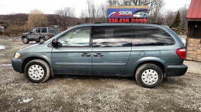 2007 Chrysler Town and Country for sale at Simon Automotive in East Palestine OH