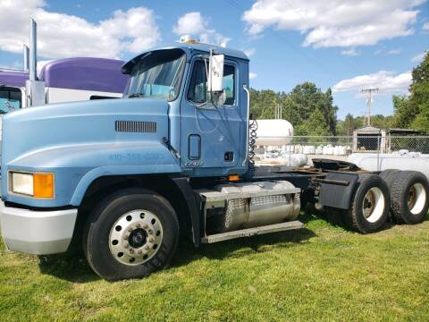 2000 Mack CH613 for sale at Vehicle Network - Down Home Truck and Equipment in Warsaw VA