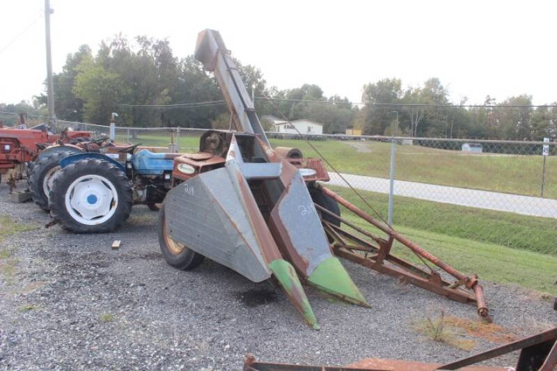New Idea Corn Picker for sale at Vehicle Network - Joe's Tractor Sales in Thomasville NC