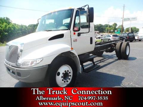 2006 International 4300 for sale at Vehicle Network, LLC in Apex NC
