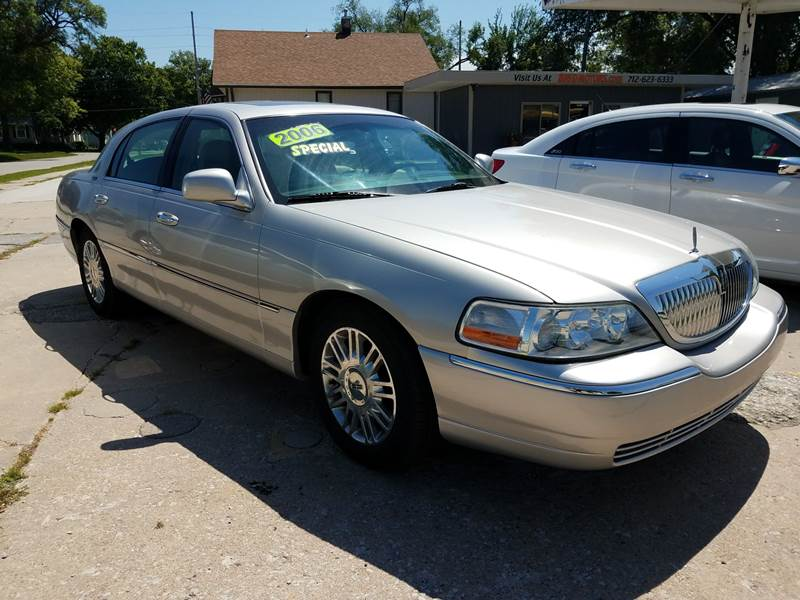 2006 Lincoln Town Car Designer Series 4dr Sedan In Red Oak Ia Big