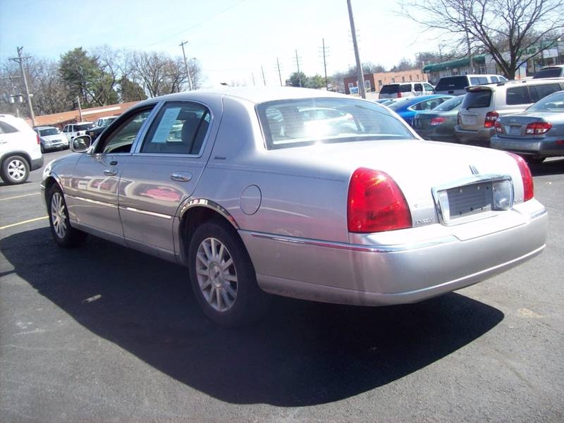 2006 Lincoln Town Car for sale at Allstar Motors, Inc. in St. Louis MO