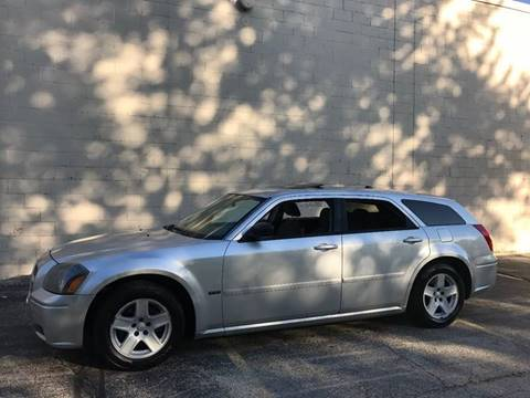 2005 Dodge Magnum for sale at Petite Auto Sales in Kenosha WI