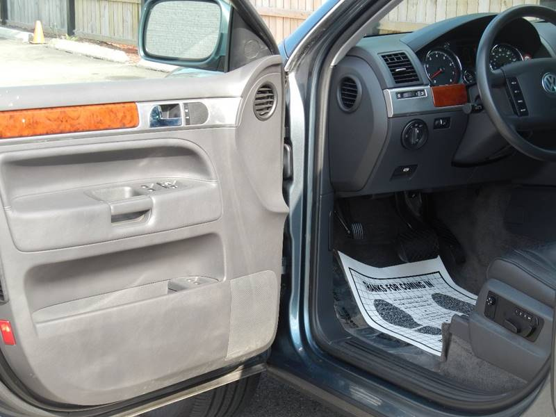 2004 Volkswagen Touareg for sale at Moto Zone Inc in Melrose Park IL