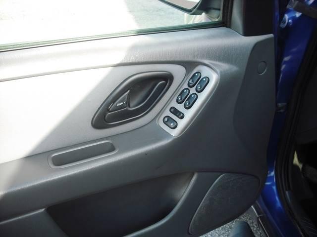 2005 Ford Escape XLT (image 6)